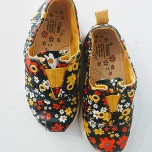 Toms Floral shoes Girls size 6